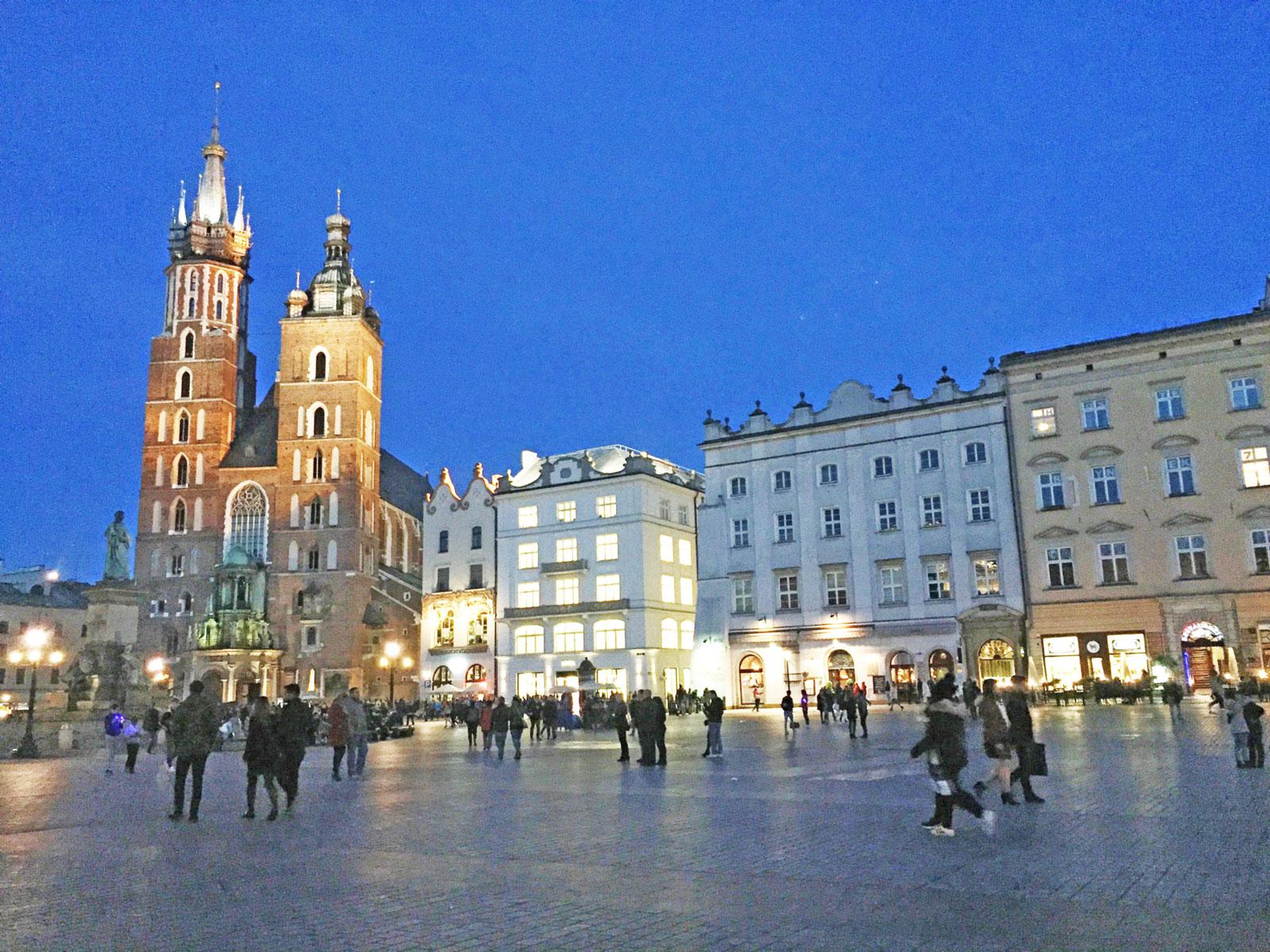 Warsaw ibukota Polandia